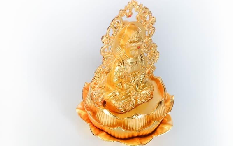 Tượng Phật Bà để xe ô tô